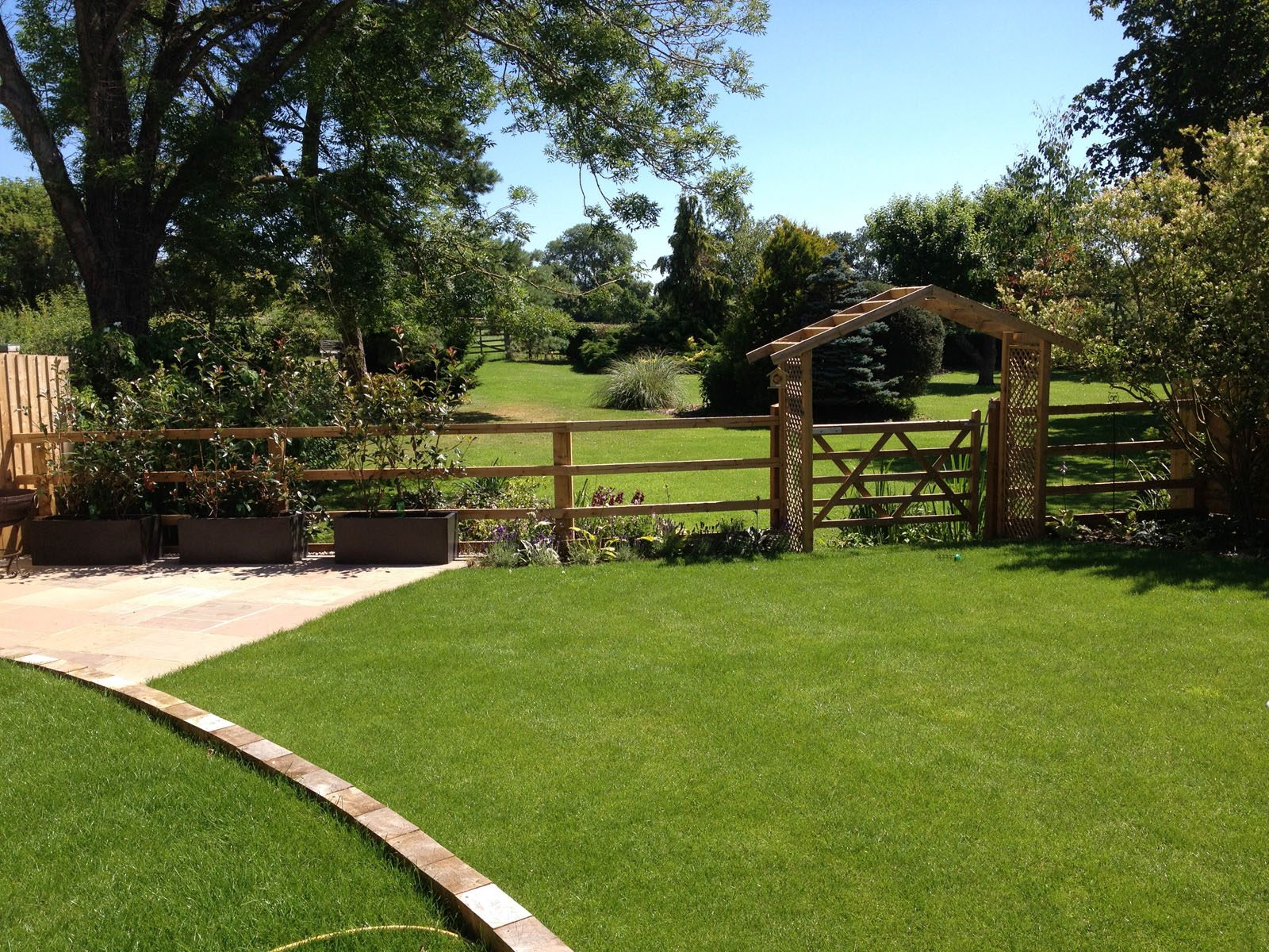 Expert paving and turf laying in the Daventry, Northamptonshire, and Warwickshire area